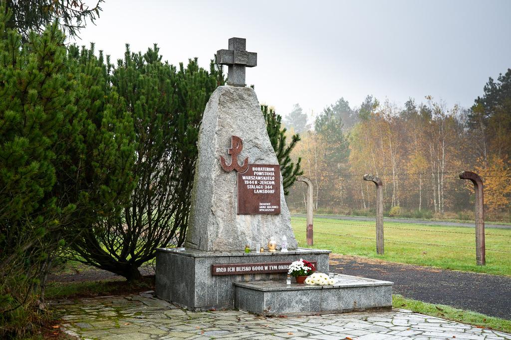 Pomnik Powstańców Warszawskich - Jeńców Stalagu 344 Lamsdorf_CMJW.jpeg